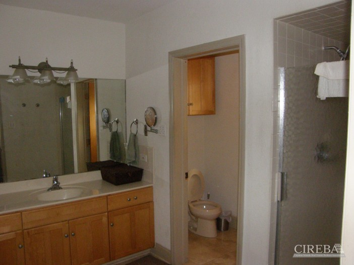 Lower Valley Home - Image 10